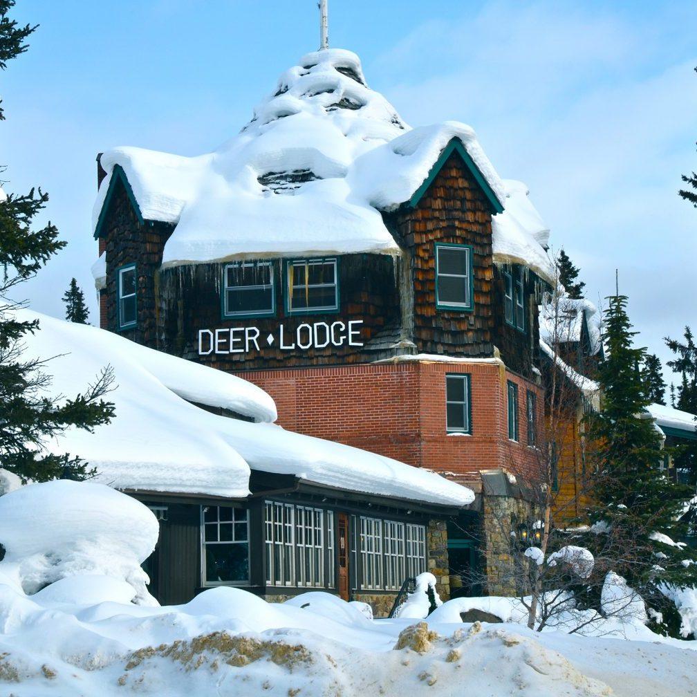 Deer_Lodge_-_Lake_Louise_-_panoramio